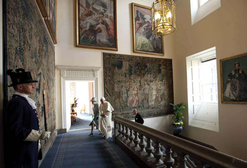palac-Holyroodhouse-sala-obrazy-krolowa-jak-wyglada-letnia-rezydencja