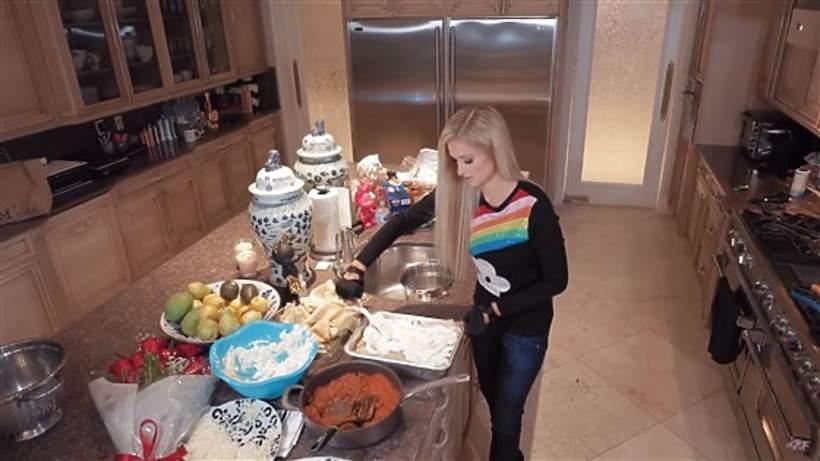 Paris Hilton gotuje - gwiazda ma własne show kulinarne
