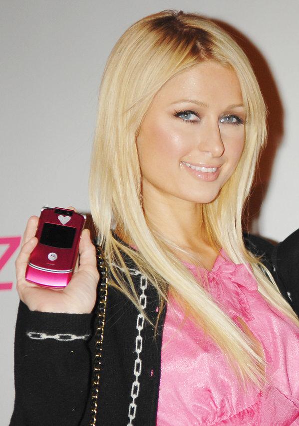 Paris Hilton z Motorolą Razr