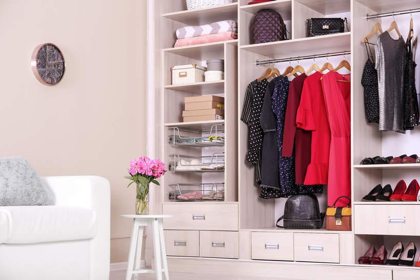 Porządki wiosenne w szafie - sprzątanie garderoby