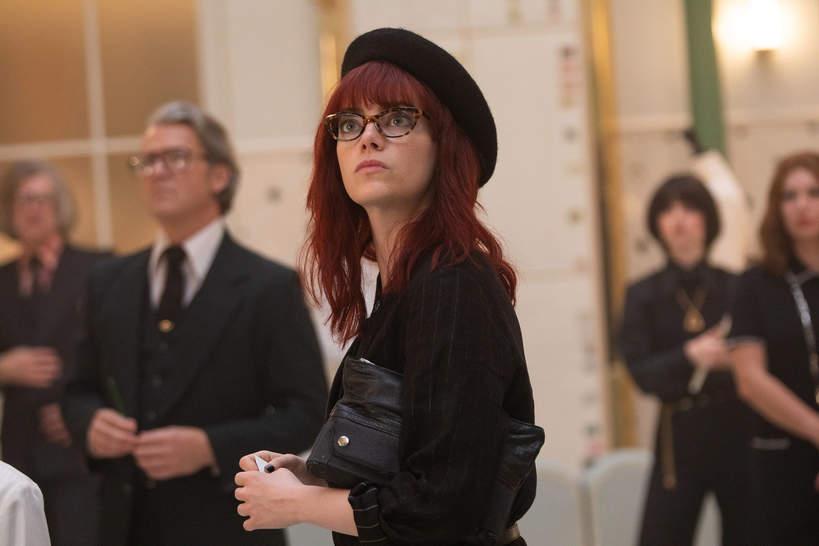 stylizacje i makijaze w filmie Cruella z emma stone beret