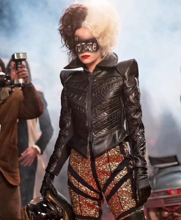 stylizacje i makijaze w filmie Cruella z emma stone czarny stroj
