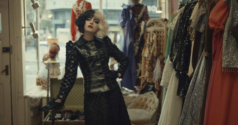 stylizacje i makijaze w filmie Cruella z emma stone look