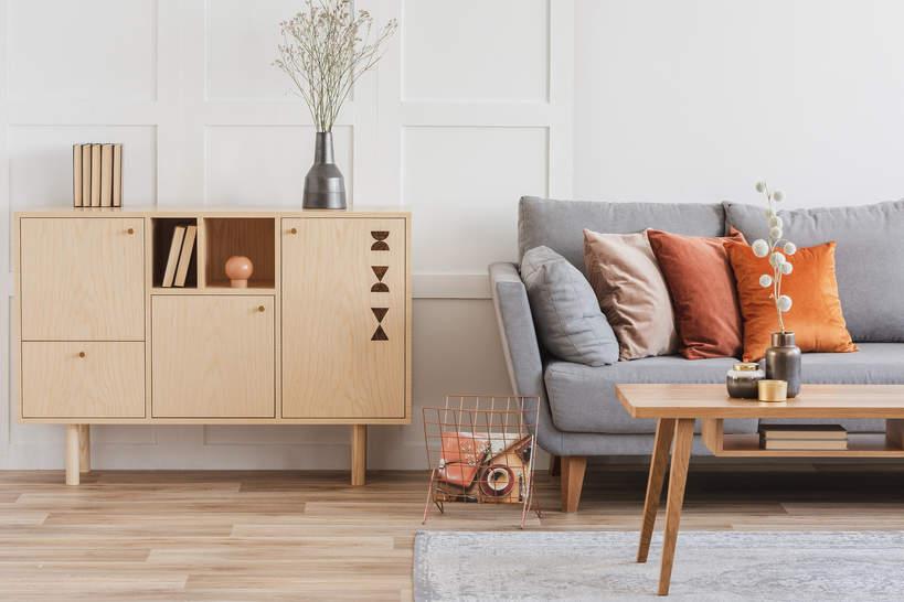 trendy-wnetrza-wiosna-2021-drewniane-meble-styl-design-co-wybrac-komoda-drewniana
