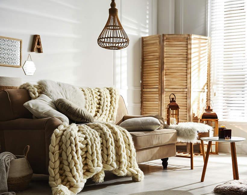 trendy wnetrzarskie jesien zima 2021 2022 aranzacja wnetrz modne mieszkanie drewno