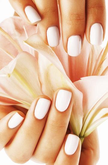 białe lakiery do paznokci