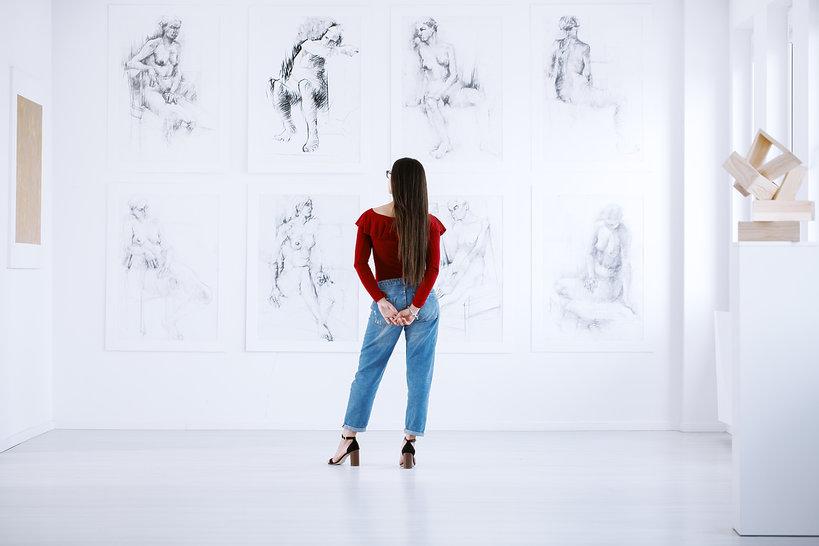 dziewczyna w muzeum