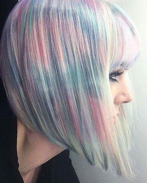 Holograficzne włosy bob