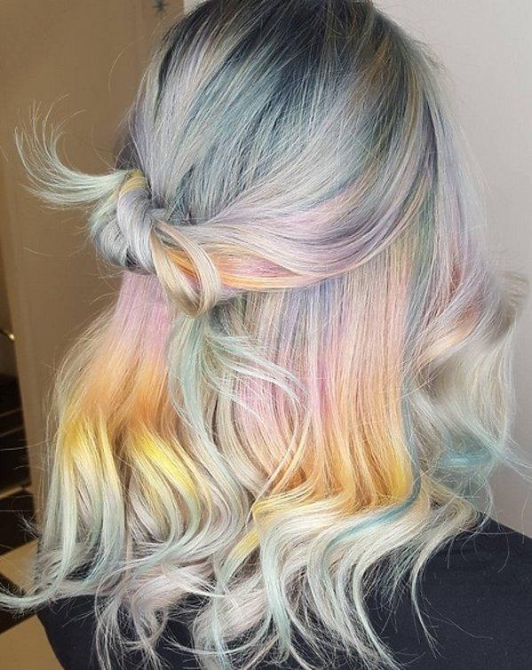 Holograficzne włosy kok