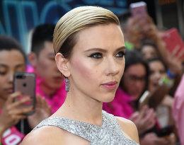 Scarlett Jonasson z włosami na bok