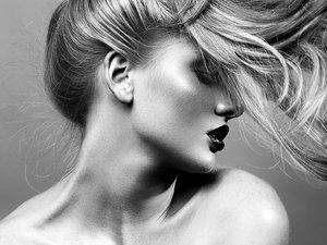 Suchy szampon metodą na idealne włosy