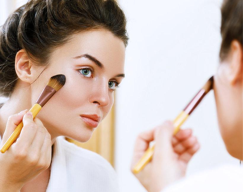 Gąbeczka do makijażu, pędzel do fluidu - co wybrać?