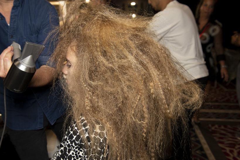 Jak zrobić karbowane włosy?