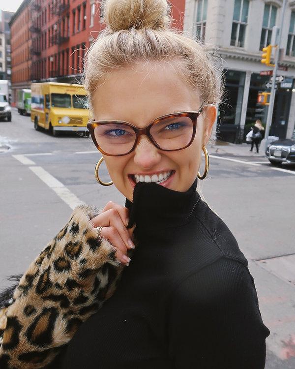 makijaż, okulary, romee strijd