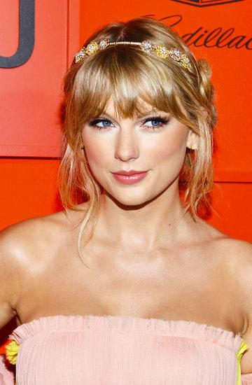 Fryzury Taylor Swift Bob Długie Włosy Z Grzywkąupięcia