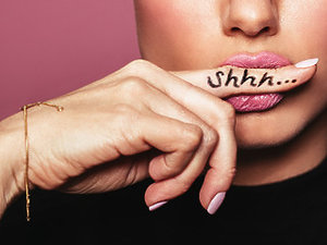 Palec na ustach shhhh