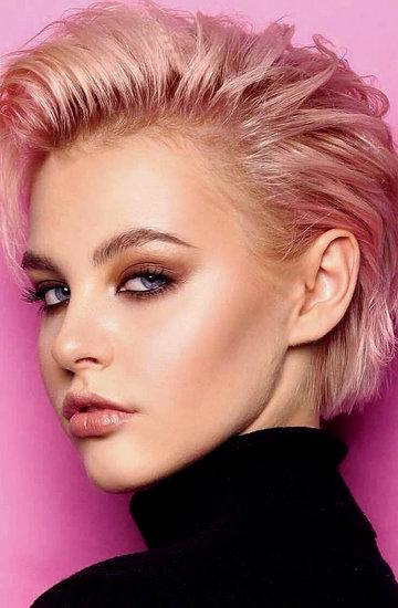 pastelowe różowe włosy