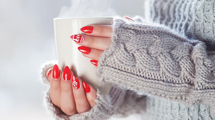najlepsze kremy do rąk Jak dbać o dłonie zimą? Skuteczne sposoby na suche i zmarznięte ręce.
