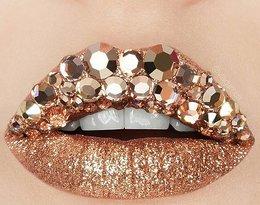 Zdobione usta na złoto