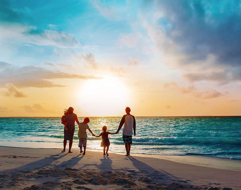 wakacje-koronawirus-druga-fala-zakazen-2020-podroze-morze-rodzina-gdzie-jechac-odwolane-loty-urlop-europa