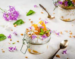 Poznaj przepisy z jadalnymi kwiatami w roli głównej!
