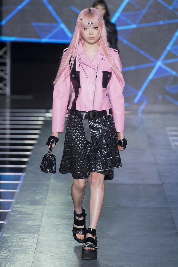 Fernanda Ly na pokazie Louis Vuitton