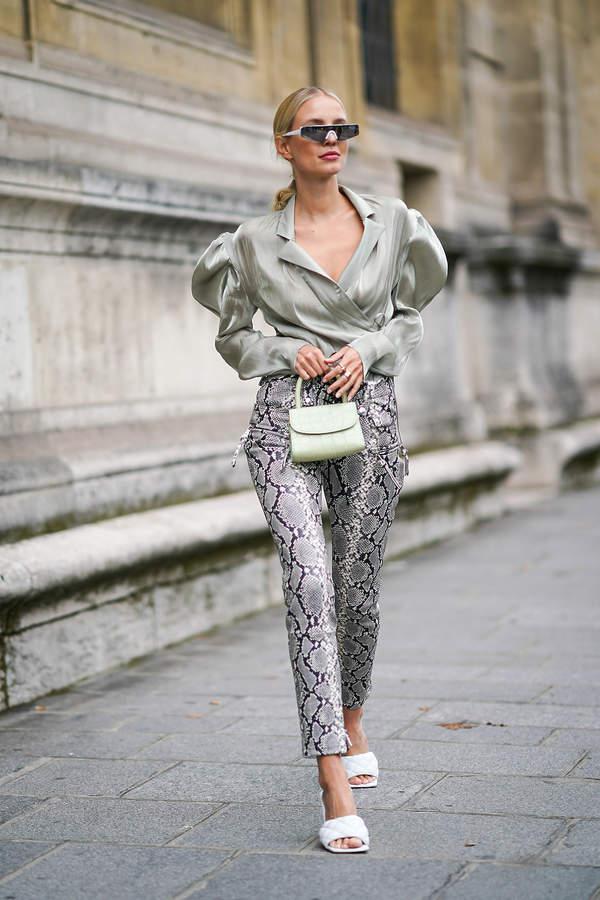 na-co-dzien-modna-bluzka-z-bufiastymi-rekawami-do-jakich-spodni-nosic-trendy-lato-2020