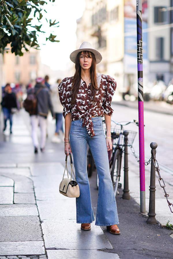 bluzka-z-bufiastymi-rekawami-na-co-dzien-do-jeansow-w-stylu-lat-70-na-wiosne-2020