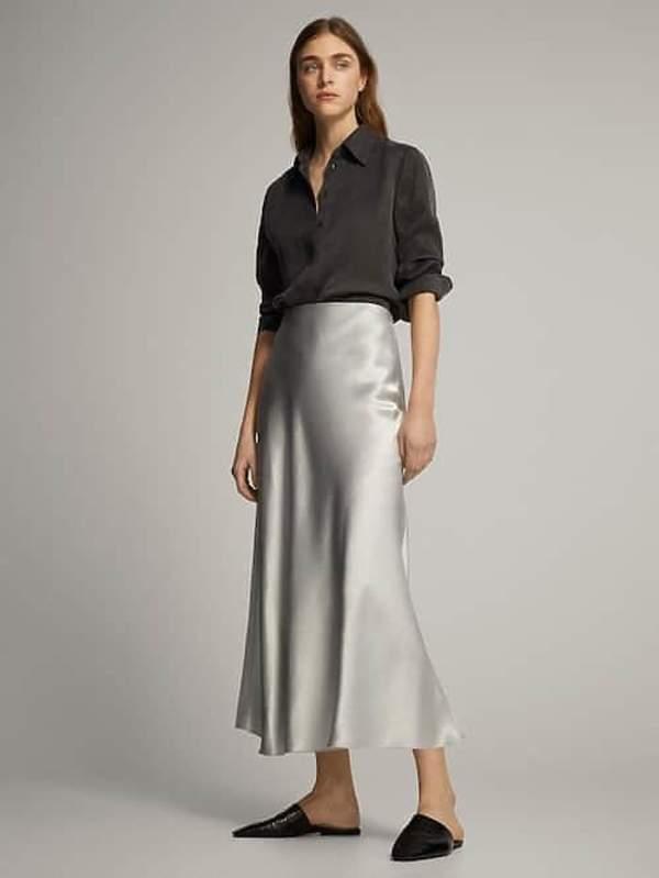 elegancka-blyszczaca-spodnica-na-lato-lejacy-material-trendy-2020