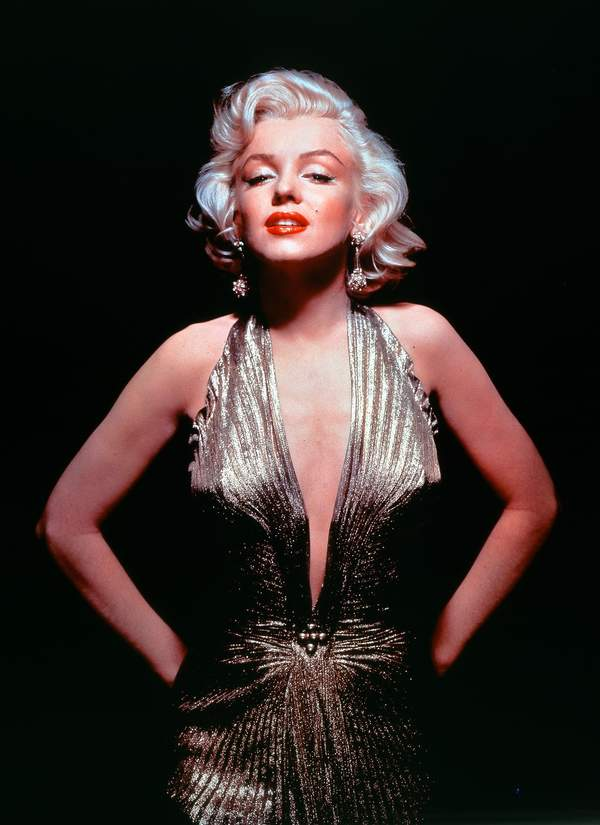 Marilyn-Monroe-czerwone-usta-krotkie-blond-wlosy-trendy