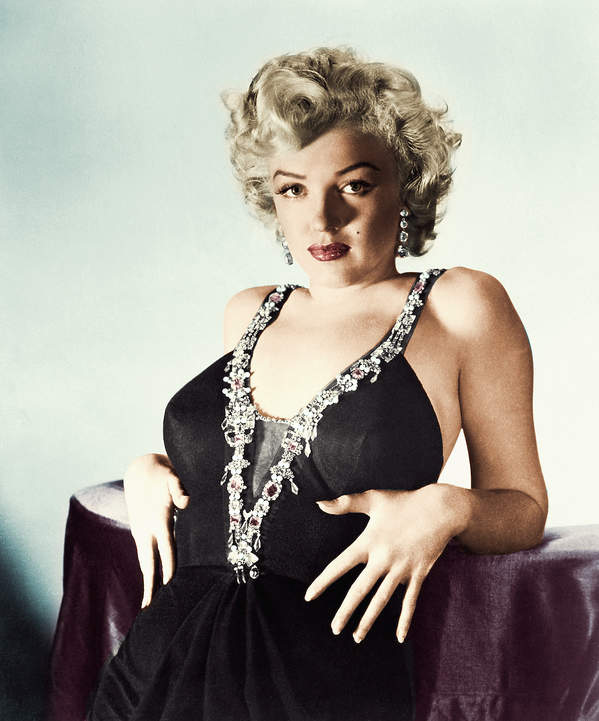 Marilyn-Monroe-ulubiony-kolor-pomadki-pieprzyk-bizuteria