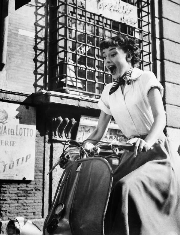 jakie-koszule-nosila-Audrey-Hepburn-w-filmie-rzymskie-wakacje