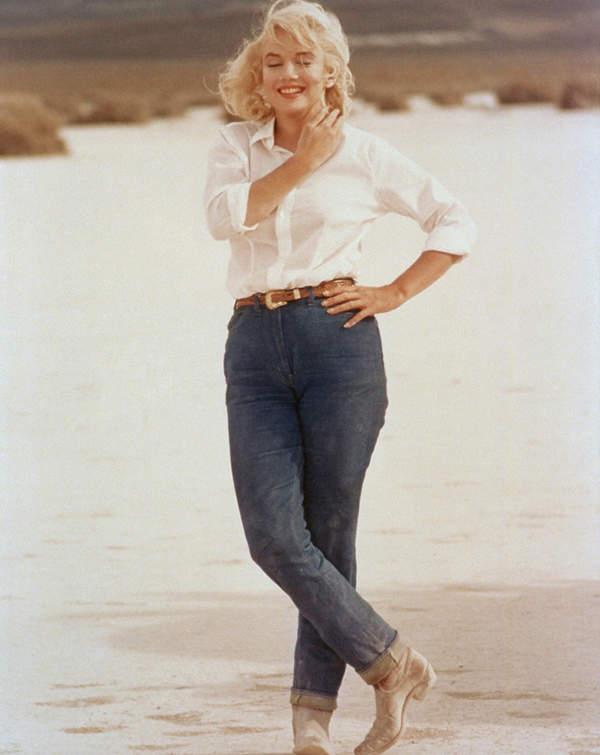 Marylin-Monroe-w-modnej-bialej-koszuli-to-must-have-sezonu