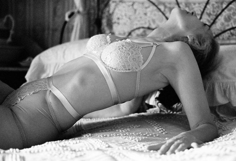 56-letnia modelka Marcy Brewer reklamuje bieliznę marki Lonely Lingerie