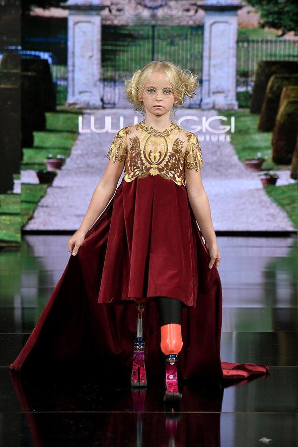 9-letnia Daisy-May Demetre bez nóg na pokazach