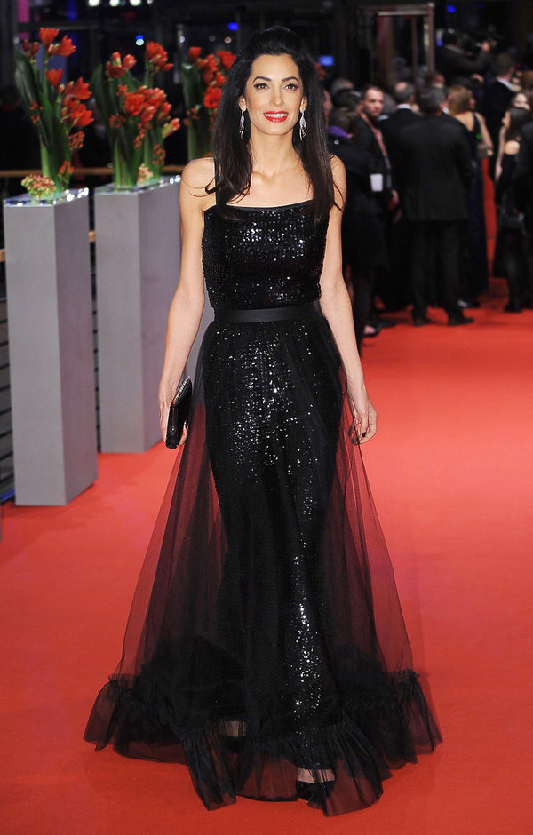 Amal Clooney w vintage kreacji z domu mody Yves Saint Laurent