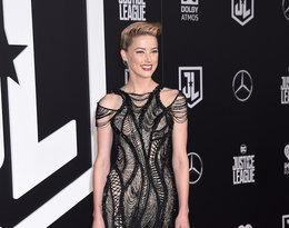 Amber Heard w wieczorowej czarnej sukience na czerwonym dywanie