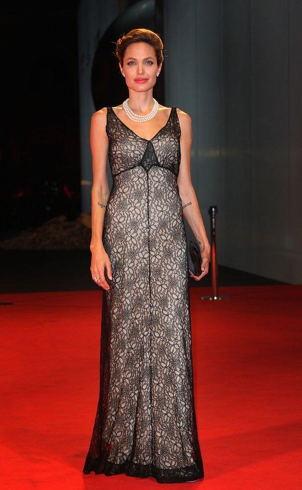 Angelina Jolie Najpiękniejsze kreacje z poprzednich lat na Festiwal Filmowy w Wenecji