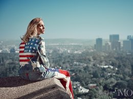 Anja Rubik w dżinsowej kurtce z flagą amerykańską