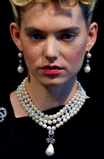 Biżuteria wisior z perłą Marii Antoniny sprzedana  na aukcji w Genewie