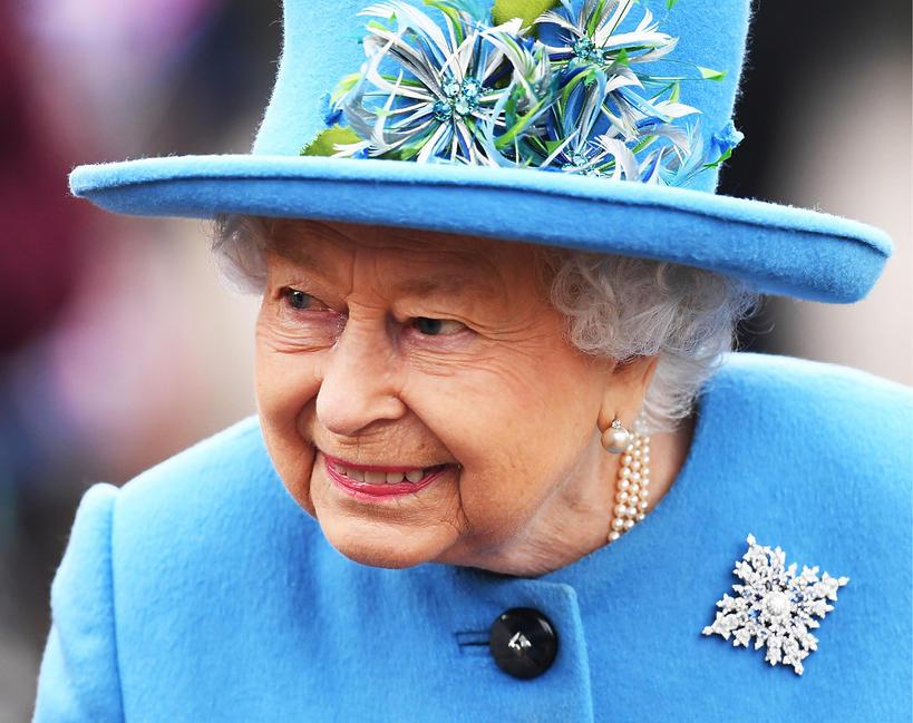 Broszka z przesłaniem Królowa Elżbieta II wyraziła wsparcie dla Meghan i Harry'ego