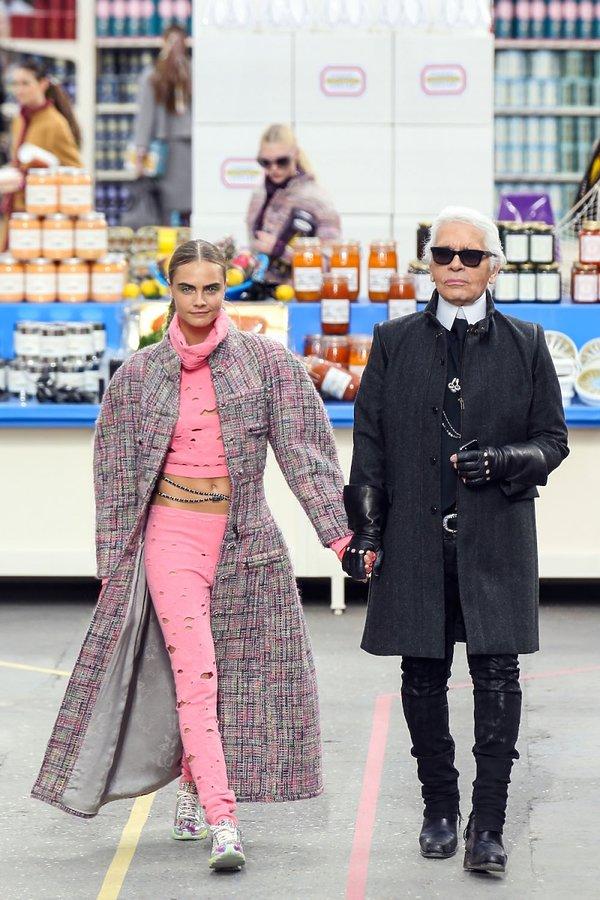 Cara Delevingne, Karl Lagerfeld na pokazie chanel