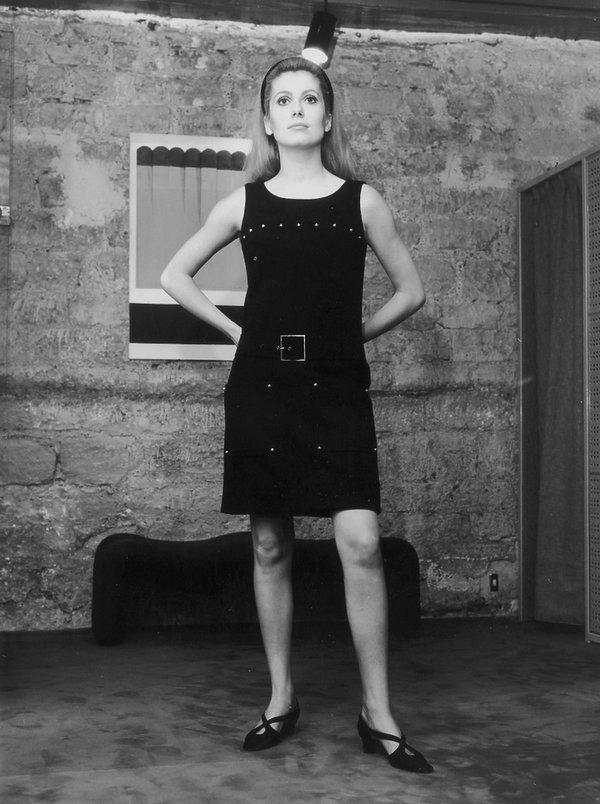 Catherine Deneuve sprzedaje swoją kolekcję ubrań Yves Saint Laurent!