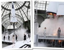 Kasyno, lotnisko, supermarket… W oczekiwaniu na najnowszy pokaz Chanel przypominamy najbardziej niezwykłe scenografie wymyślone przez Karla Lagerfelda!