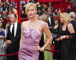 Charlize Theron modowe w najgorsze stylizacje kreacje w historii Oscarów
