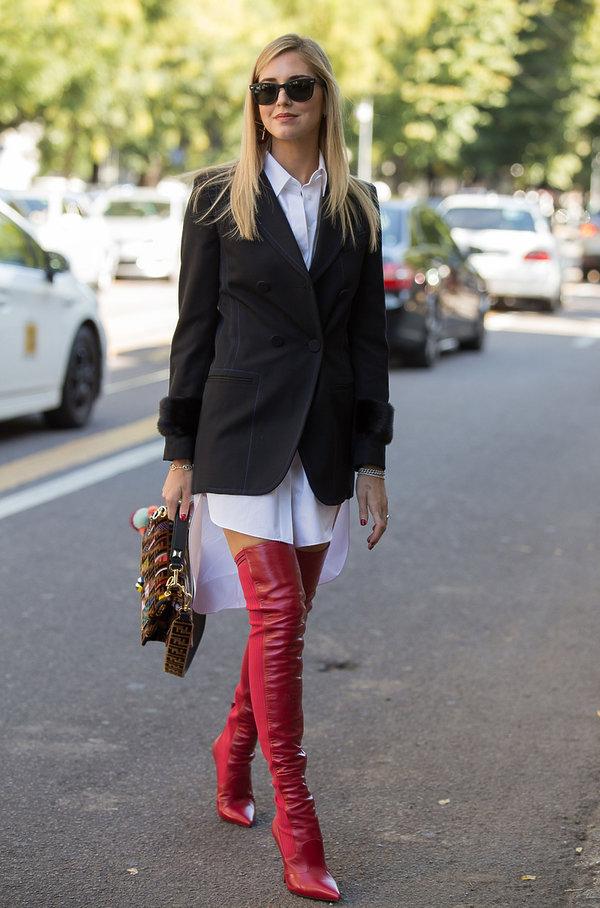 Chiara Ferragni w wysokich butach, gorący trend na jesień i zimę