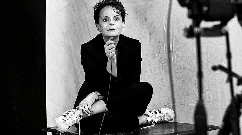 Czarno biały portret Karoliny Korwin Piotrowskiej. Sesja Vivy! 2017