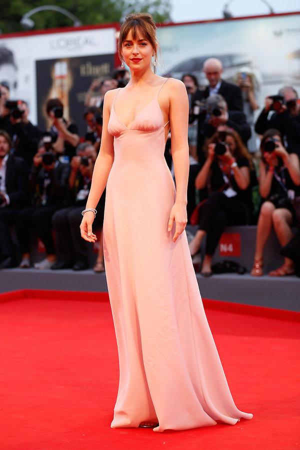 Dakota Johnson Najpiękniejsze kreacje z poprzednich lat na Festiwal Filmowy w Wenecji