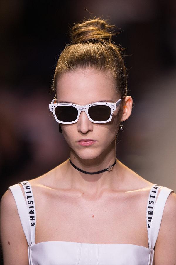 Dodatki z pokazu domu mody Dior na wiosnę 2017