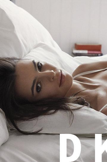 Emily Ratajkowski w kampanii DKNY